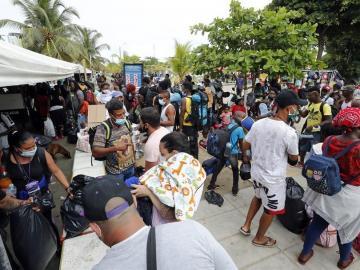 Colombia asegura que la crisis migratoria en Necoclí empieza a normalizarse
