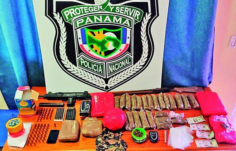 Dos detenidos con drogas, armas y municiones en Panamá Oeste