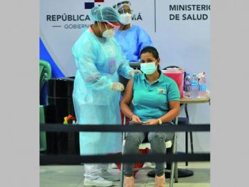 Funcionarios podrían ser vacunados en su trabajo