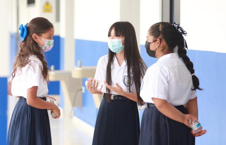 Reducen distanciamiento físico entre los estudiantes