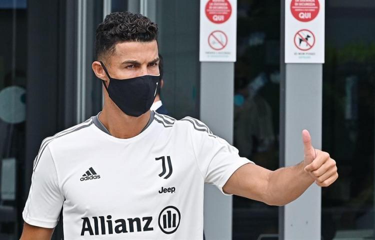 Cristiano desmiente rumores: No piensa fichar con el Real Madrid ni con el PSG