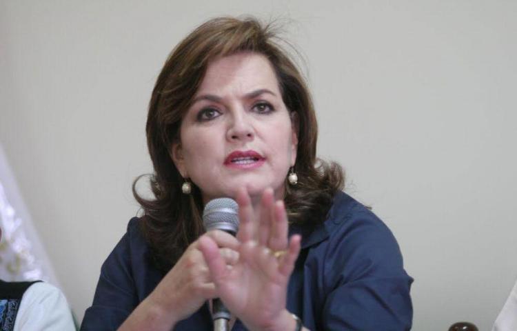 ¿Exministra peruana condenada por corrupción está en Panamá?