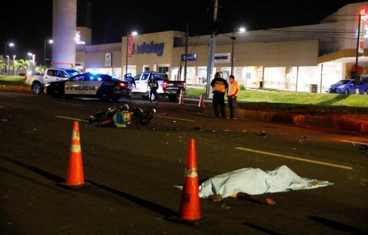Motorizado murió tras colisionar con un Coaster