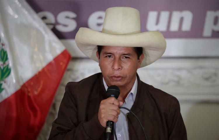 El interior de Perú mantiene apoyo a Castillo y Lima rechaza su gestión