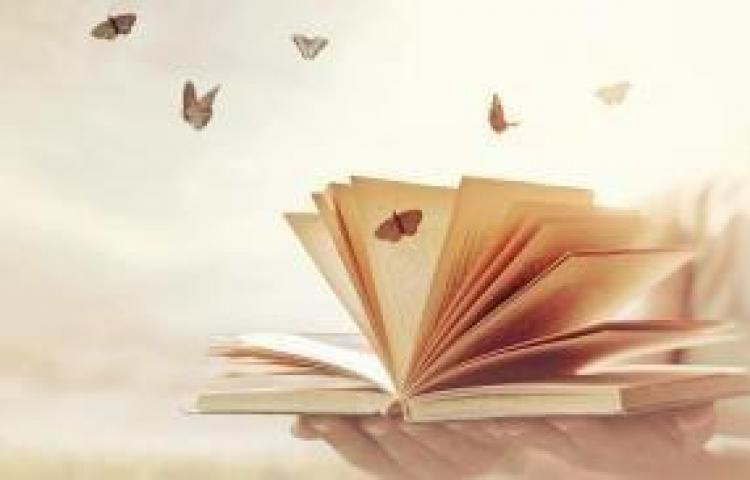 Mujer analfabeta crea su propio sistema de escritura, para expresar sus poemas
