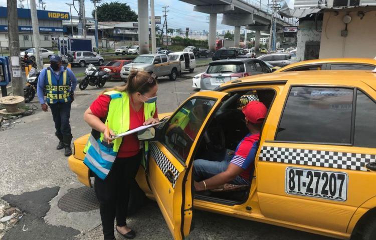 Inician inspecciones en paradas y piqueras del transporte selectivo