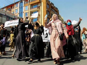 La ONU denuncia ataques a la mujer y acusa a talibanes de incumplir promesas