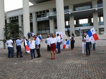 Ciudadanos reclaman Constituyente para que el país salga a flote