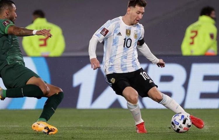 Messi bate récord de Pelé en victoria de Argentina a Bolivia