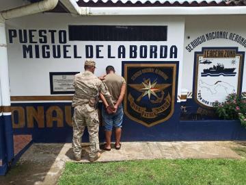 De varias puñaladas matan a joven en Colón; atrapan a presunto homicida