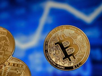 Bitcóin como moneda legal: riesgos vs. oportunidades