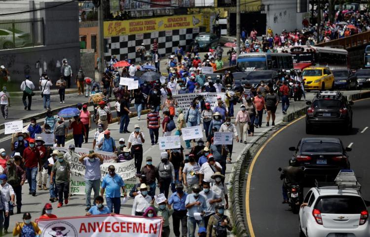 Salvadoreños protestan nuevamente contra el Gobierno de Bukele y sus decisiones