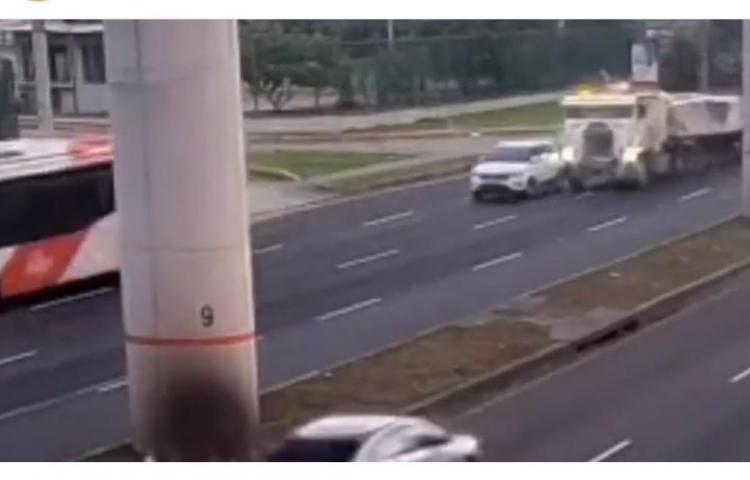 Chofer de camión por poco borra a conductor de 4x4 en la vía Tocumen