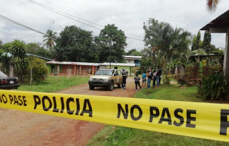 Hombre le cae a machetazos a tres personas en La Chorrera. Una de ellas murió
