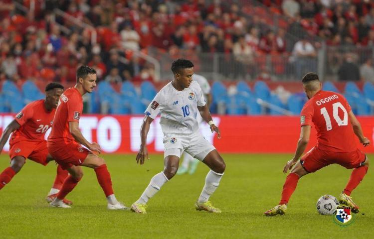 Bajados de las nubes.Panamá fue goleada 4-1 por Canadá