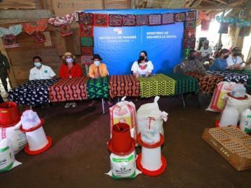 En comarca Kuna de Madugandí lanzan proyecto de granjas avícolas y agrícolas
