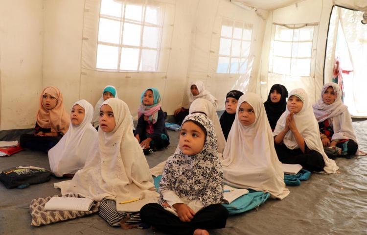 """Los talibanes permitirán """"pronto"""" a todas las niñas regresar a las escuelas"""