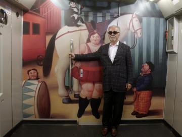 El metro de Medellín se llena con el arte circense de Fernando Botero